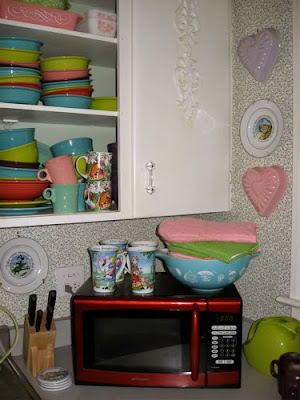 Treasure Box Wednesday: the Alice in Wonderland Kitchen ~ The