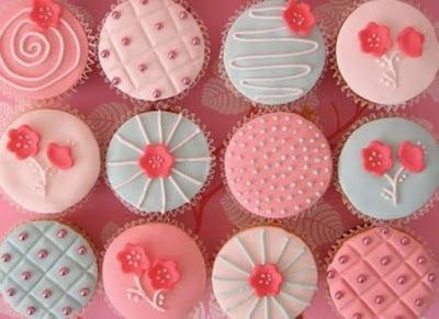 Cupcakes decorados cor-de-rosa