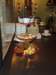 Some of Warburtons tasty Wheat Free Range being used as Breakfast Goodies