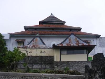 [Masjid+Sendang+Duwur2.JPG]