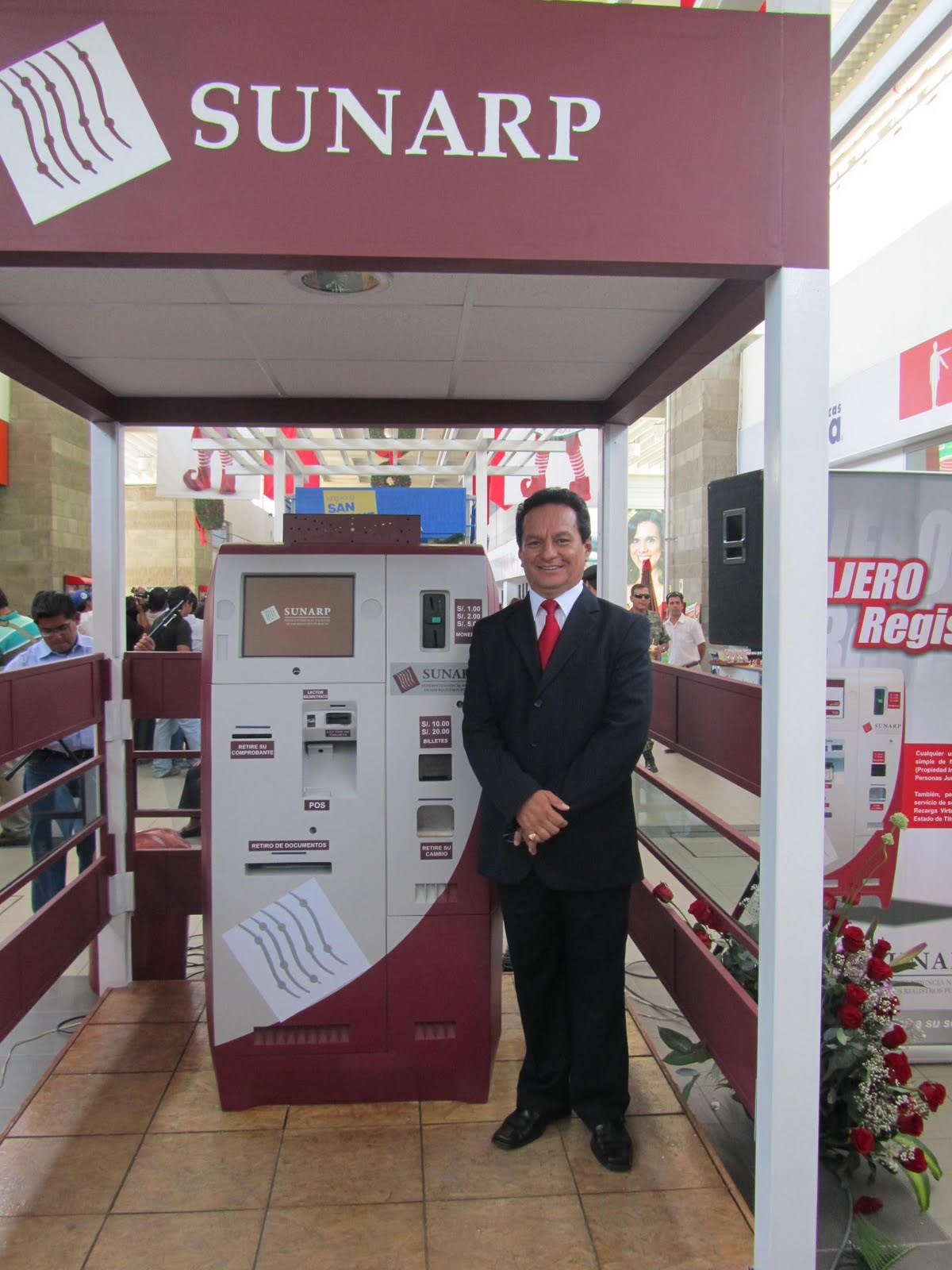 Jefe de sunarp trujillo asisti a inauguraci n de cajero for Busqueda de cajeros