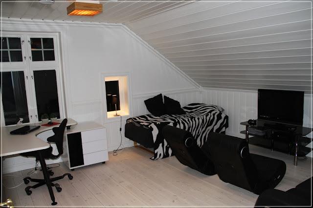 Villa smaragd: sort og hvit ungdomshule:)