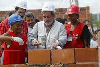 Lula nas obras no Conjunto Habitacional Casarão Cordeiro em Recife