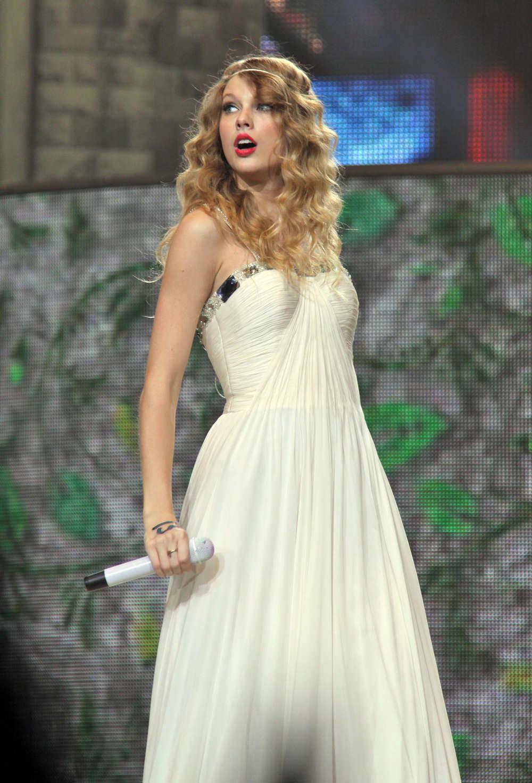 Taylor swift fearless tour stills in toronto