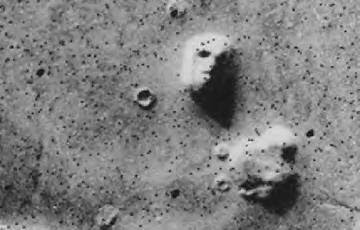 Face appears on Mars optical illusion