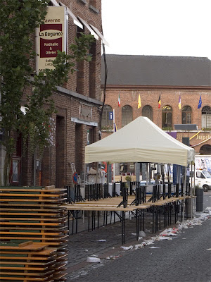 Terrasse de café un lendemain de Ducasse Ath 2008 - Belgique - Anne-Sarine Limpens 2008