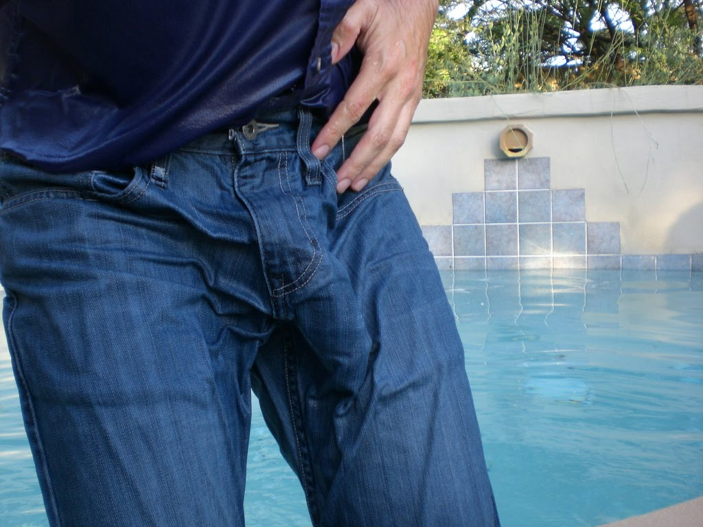 Bulges in Trousers http://celebritiybulges.blogspot.com/2010/08/jeans.html