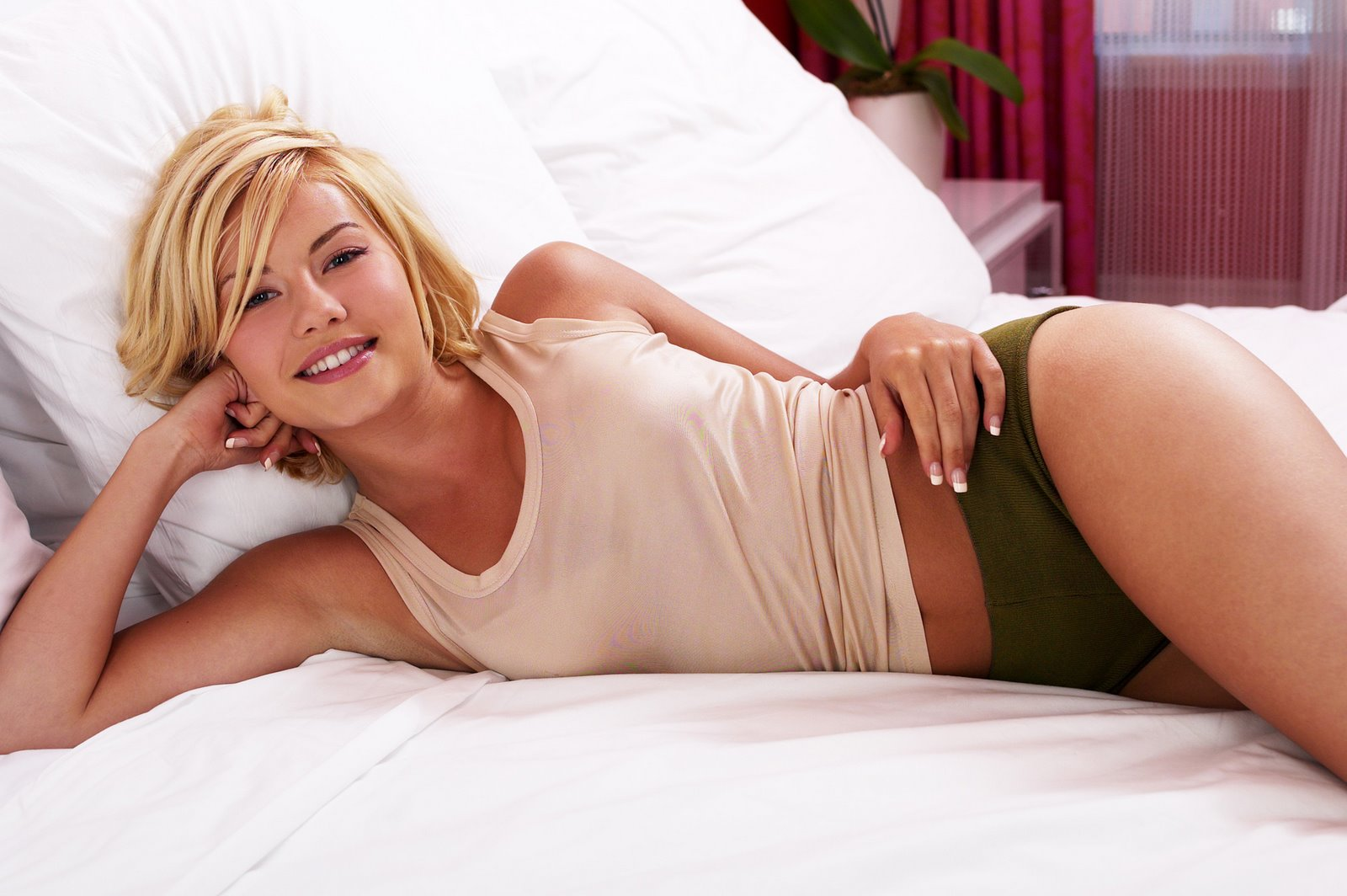 So Many Women  So Little Time: Elisha Cuthbert
