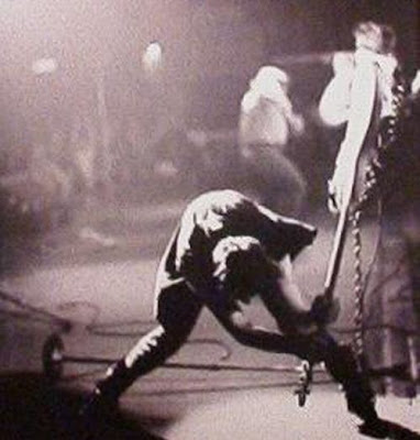Paul Simonon, bajista de The Clash, en pleno éxtasis