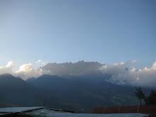 Kinabalu dicelahan awan memutih - 13062009