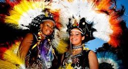 tradicionalmente el ultimo sábado de julio los bolivianos bailan