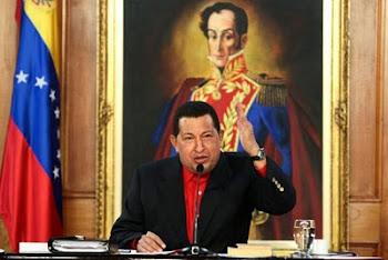 todo estaba ya preparado. la foto bien montada con un gigante Bolivar de fondo.