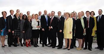 cuatro ministros dejaron sus puestos de trabajo y el número en el gabinete subió a 24