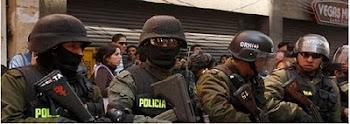 la policía por más que se disfraze tiene cada día mayores problemas. el pueblo no confía.
