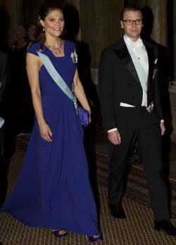 la princesa heredera Victoria y el príncipe consorte Daniel junto a los reyes