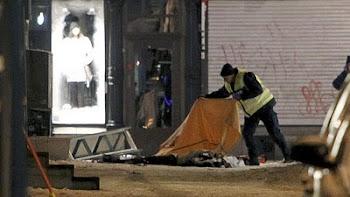 un policía sueco cubre el cuerpo del terrorista suicida de 28 años que llegó al Reino de 10 años