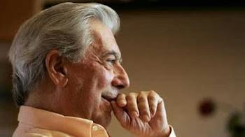 al llegar al Perú su tierra natal Vargas Llosa provoca un maremoto