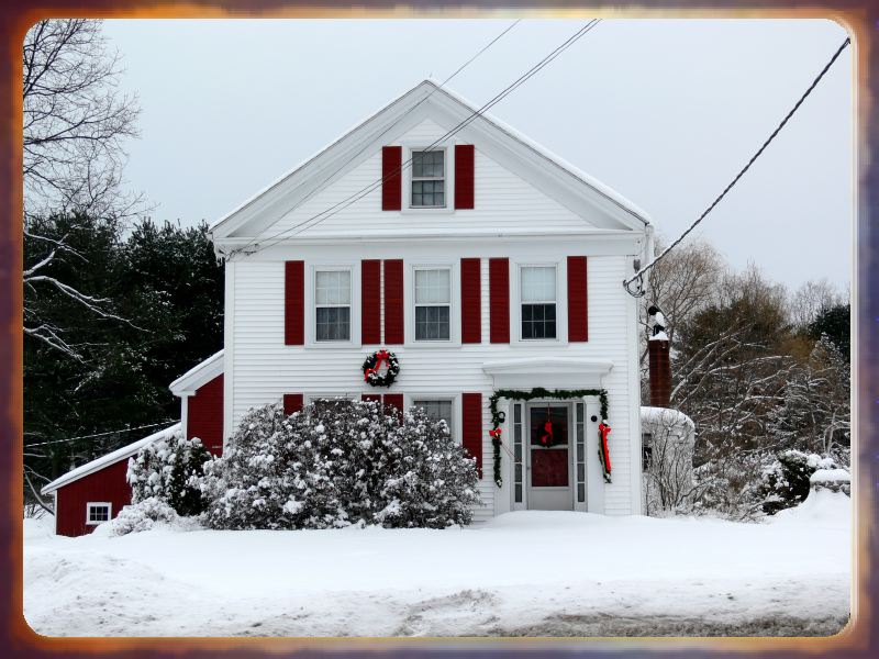 Free holiday wallpapers christmas snow house wallpapers for Household wallpaper