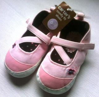 Sepatu prewalker bayi perempuan branded Carter's