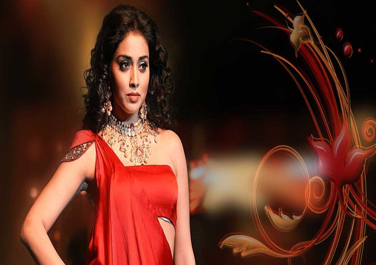 Shriya Hot Wallpapers (1)
