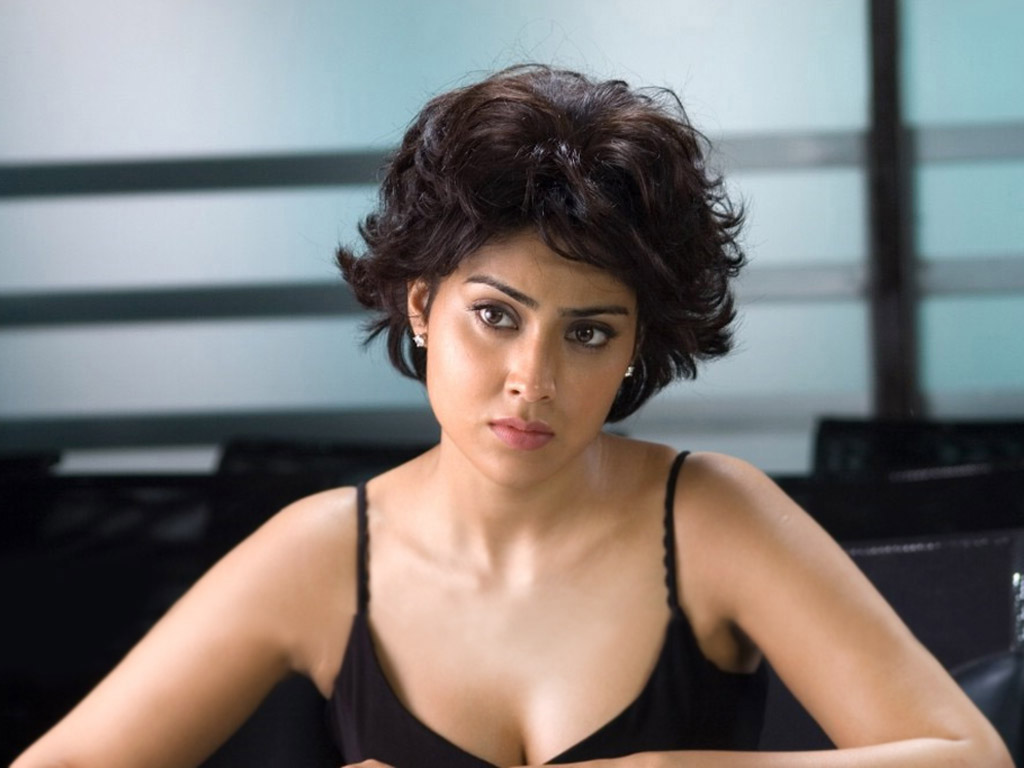 hot-sexy-indian-actress-shriya-desi-filmstar-shriyasaran-movie-celebrity-shreya