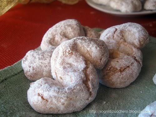 Dolci Da Credenza Biscotti Alle Nocciole : Sogni di zucchero: paste mandorla