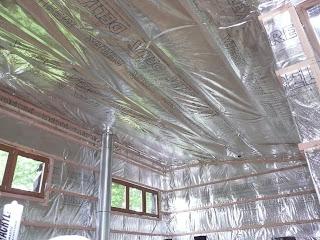 notre maison en bois pose du pare vapeur du plafond de l. Black Bedroom Furniture Sets. Home Design Ideas