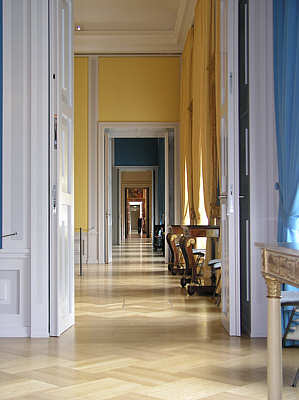 The buzz on antiques antique terminology enfilade for Enfilade architecture