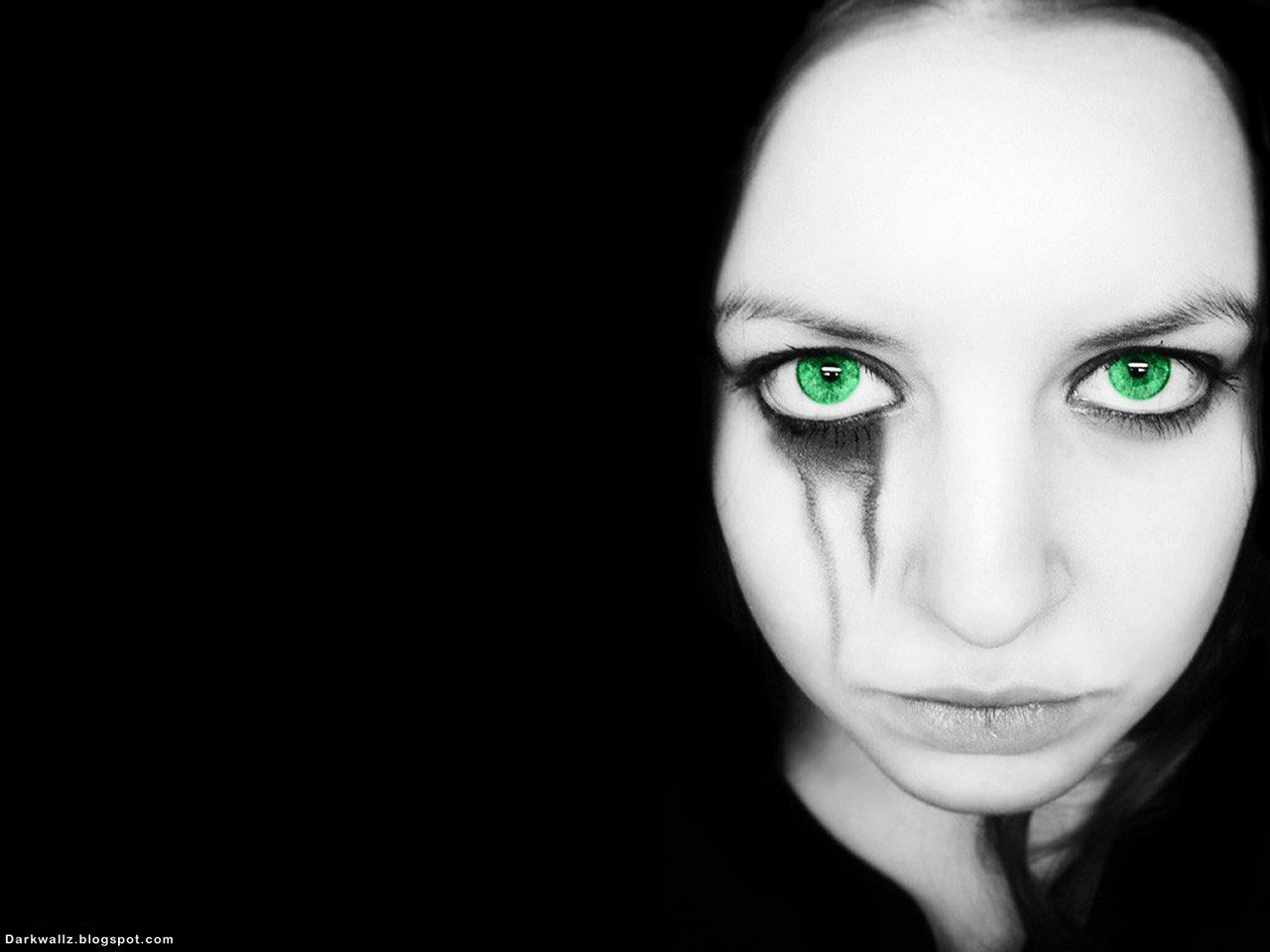 Gothic Girl With Green Eyes | Dark Wallpaper Download