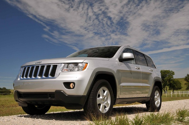 car pictures and news 2011 jeep grand cherokee laredo 4 2. Black Bedroom Furniture Sets. Home Design Ideas