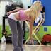 barbie sguattera si prepara per la sua performance in tv