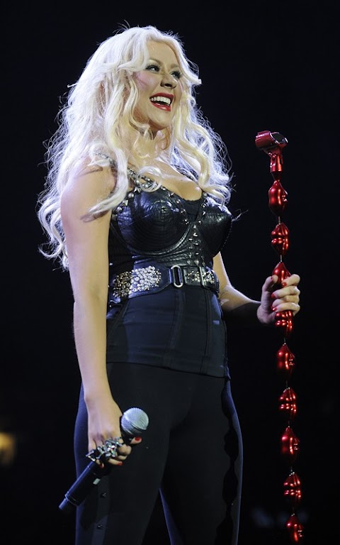 christina aguilera canta beautiful dal vivo
