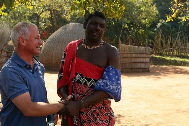 Секс 1 блондинка и 4 негра из племени зулусов