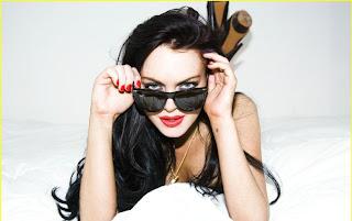 Lindsay Lohan  Sexy Photos With Gun