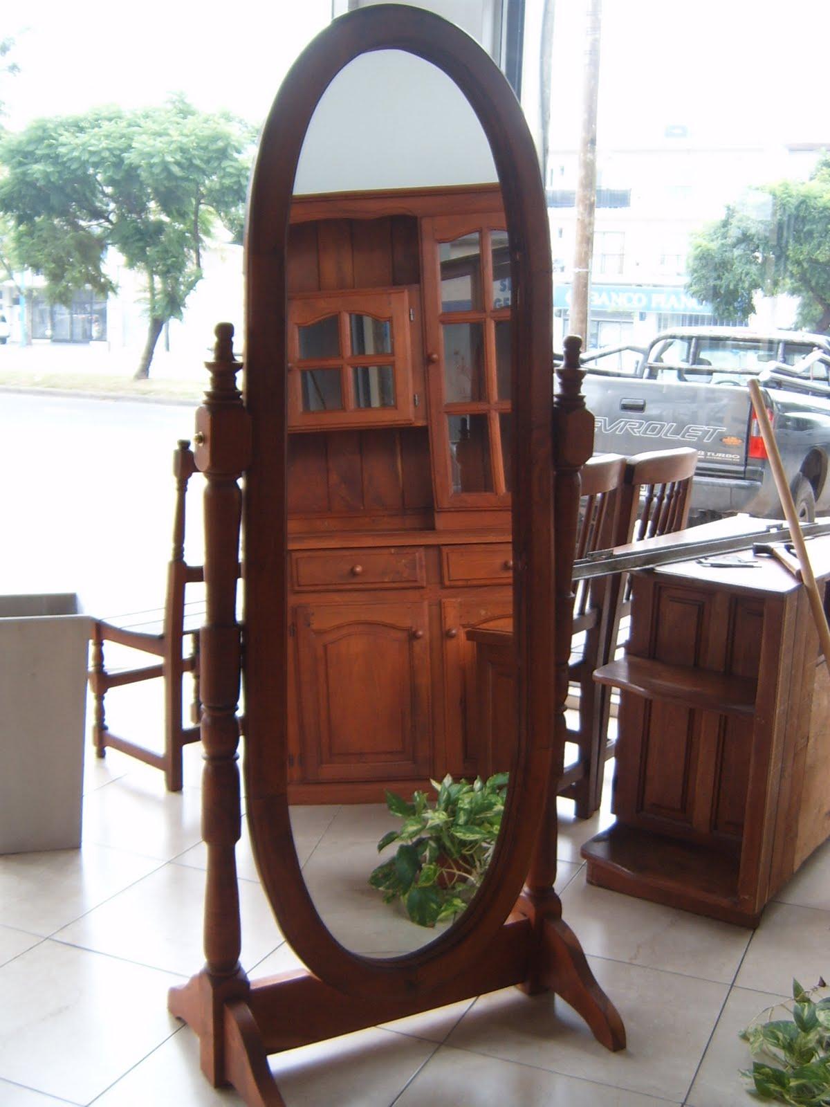 Mundoalgarrobo espejo de pie con el marco de algarrobo for Espejo ovalado de pie