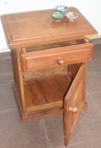 Mundoalgarrobo mesa de luz modelo puerta cajon Mesa de luz de algarrobo