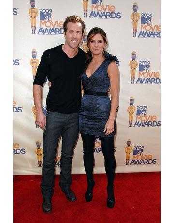 Ryan Reynolds 2011 on Love Bird Alert    Sandra Bullock And Ryan Reynolds Address The Rumors