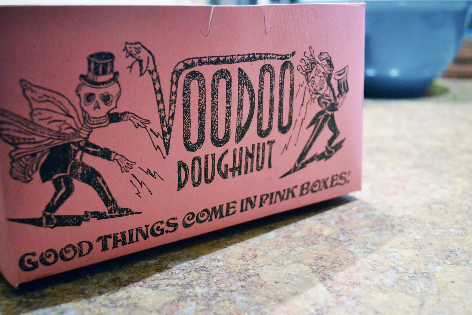 http://1.bp.blogspot.com/_-uuFHtKZ9Pg/TRkOaps3LGI/AAAAAAAACsc/xeuN6HR4u_8/s1600/voodoo+donuts.jpg