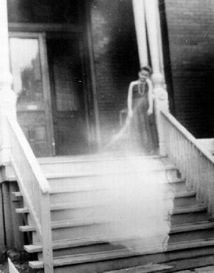 Real Ghost Photo: Ectoplasm (Psychic Photograph)