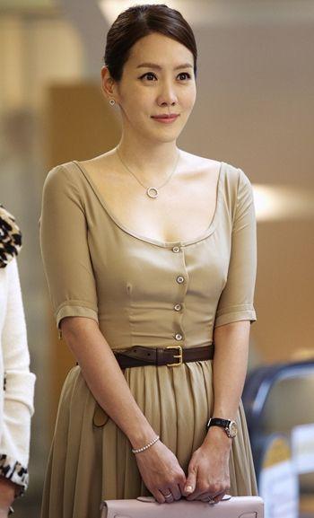 http://1.bp.blogspot.com/_-x7gqq9QJuA/TEa7LZVvkoI/AAAAAAAAMa0/jEQ8cFzNfts/s1600/Kim-Jeong-eun-Expensive-Necklace.jpg