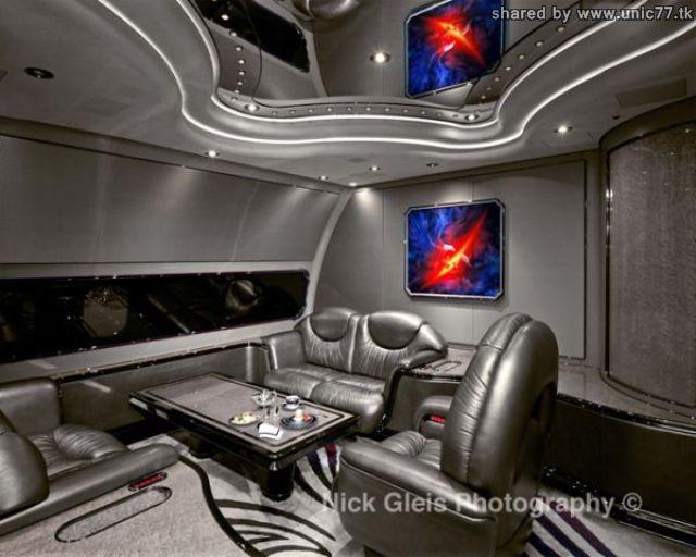 http://1.bp.blogspot.com/_-x7gqq9QJuA/TIHE8yjGJII/AAAAAAAASOA/c3YWj0Wf8GQ/s1600/interiors_of_the_640_04.jpg
