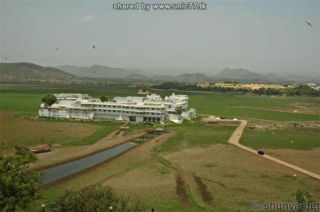 http://1.bp.blogspot.com/_-x7gqq9QJuA/TIcT7uFdswI/AAAAAAAAUBc/ImrjWqhmXcs/s1600/india_lake_palace_11.jpg