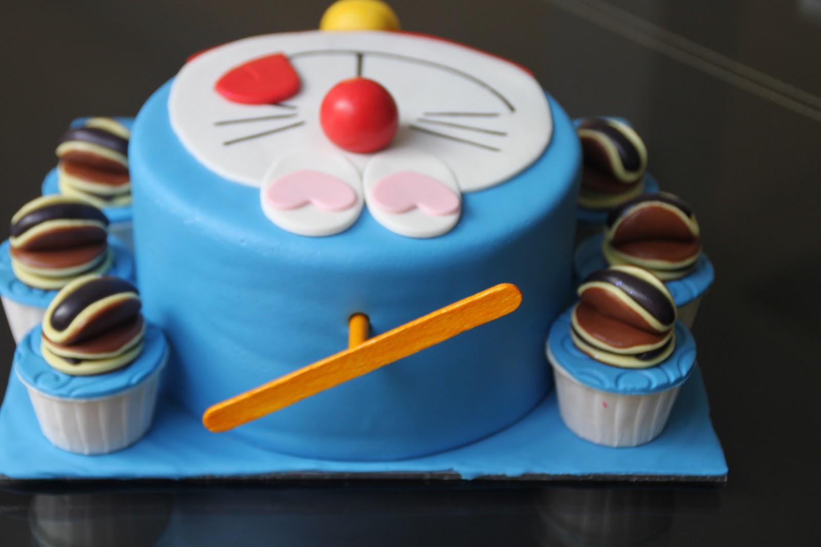 Celebrate with Cake!: Doraemon Cake with Cupcakes