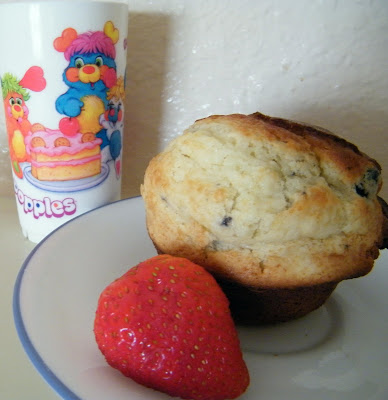 popples blueberry muffin strawberry breakfast