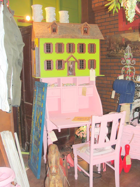 pink desk, little girl room, green, doll house, vintage, shabby chic, painted