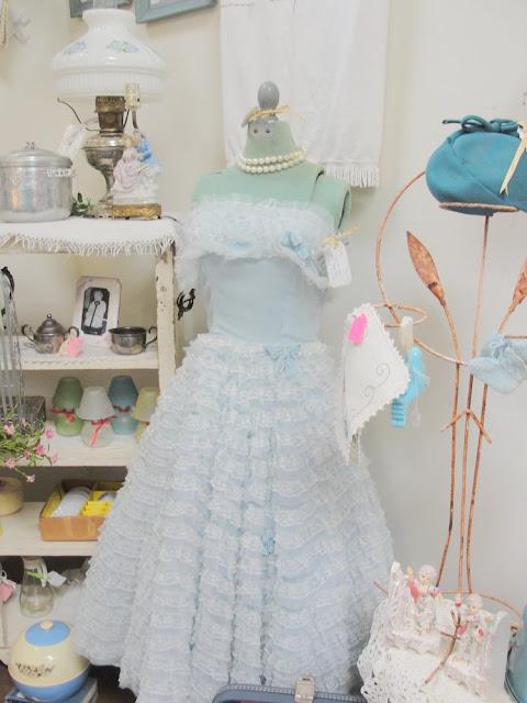 baby blue, pale blue, lace, ruffle, party dress, vintage, tea length, strapless, vintage, 1950