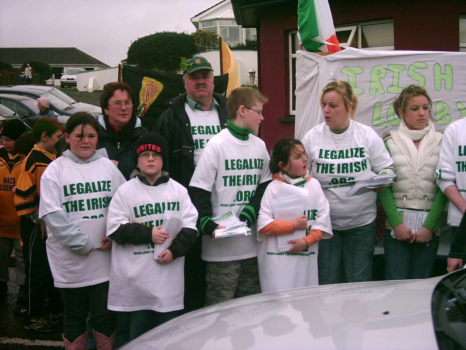 [FAMILIES+OF+THE+UNDOCUMENTED+MARCH+IN+ST+PATRICKS+DAY+PARADE+IN+DONEGAL]
