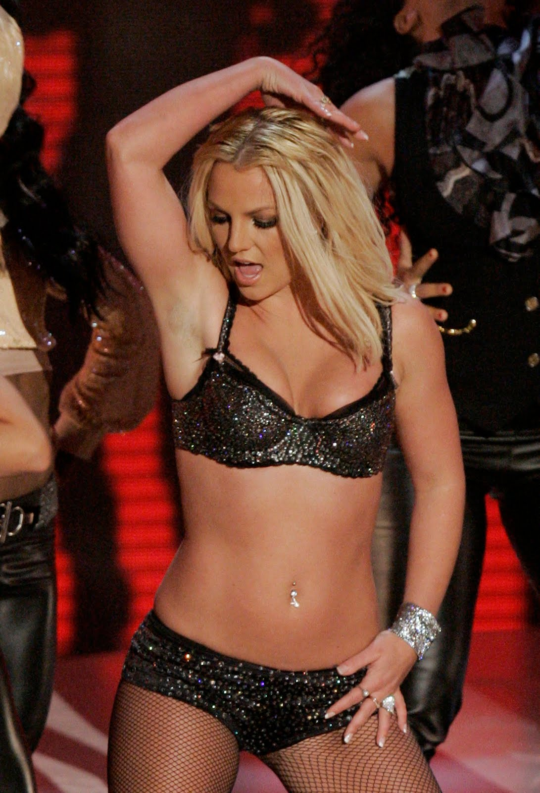 http://1.bp.blogspot.com/_00kZ8gr2iRs/TCpRp_sFKrI/AAAAAAAAANo/gcEEAh5M0vA/s1600/Britney+Spears+Dead.jpg