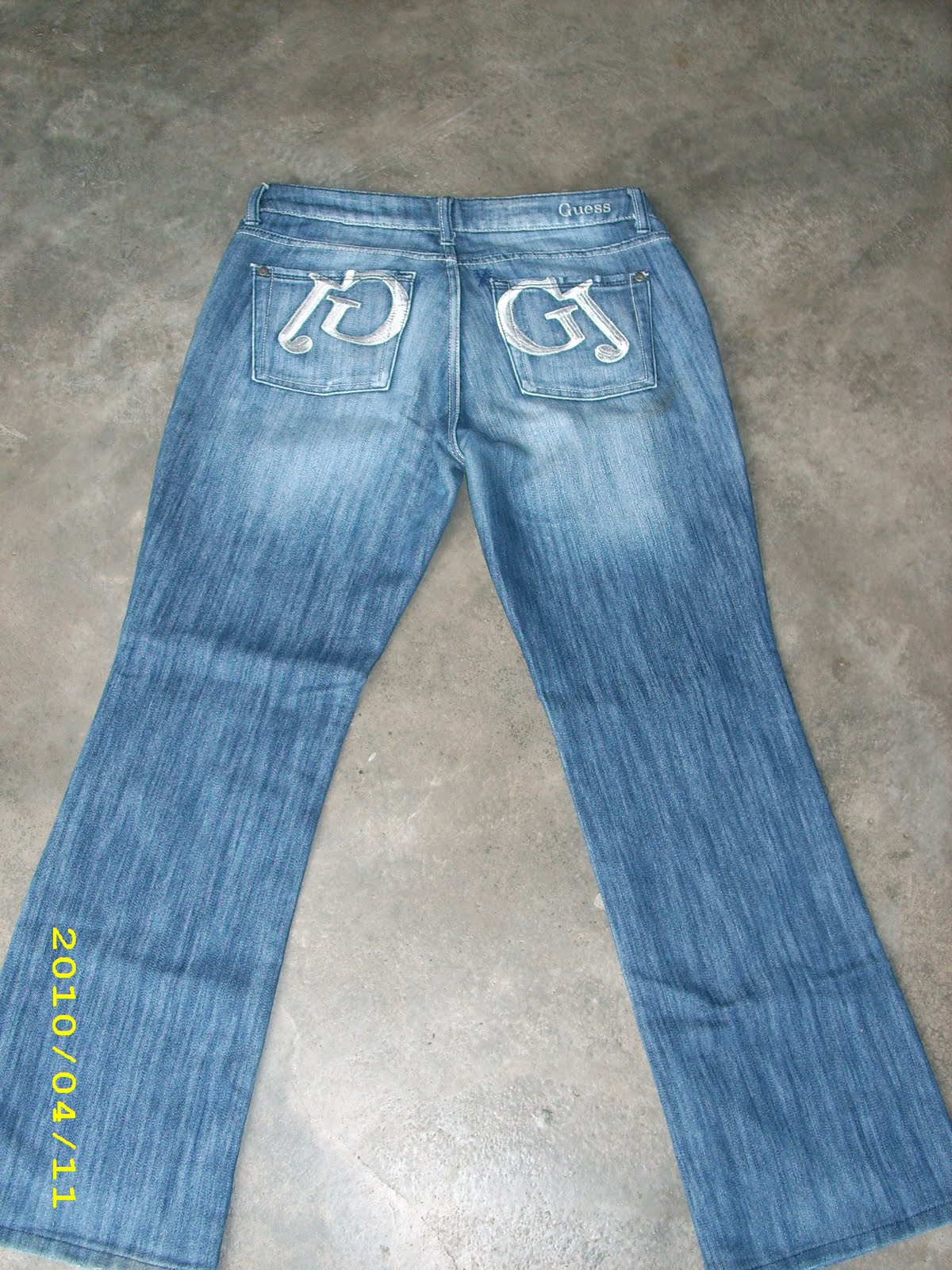 straight leg jeans The Straight Leg Jean is one of the most flattering timeless styles. Fitted at the top, around the waist and thighs, it is looser on the leg with a wider leg opening.