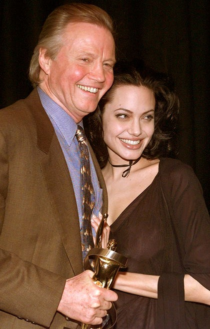 DETIKPOS.net - Jon Voight has praised his daughter Angelina Jolie's